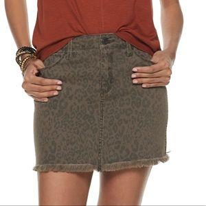 Sz 0, 3, 7, 9 or 13 . 5 pocket twill skirt